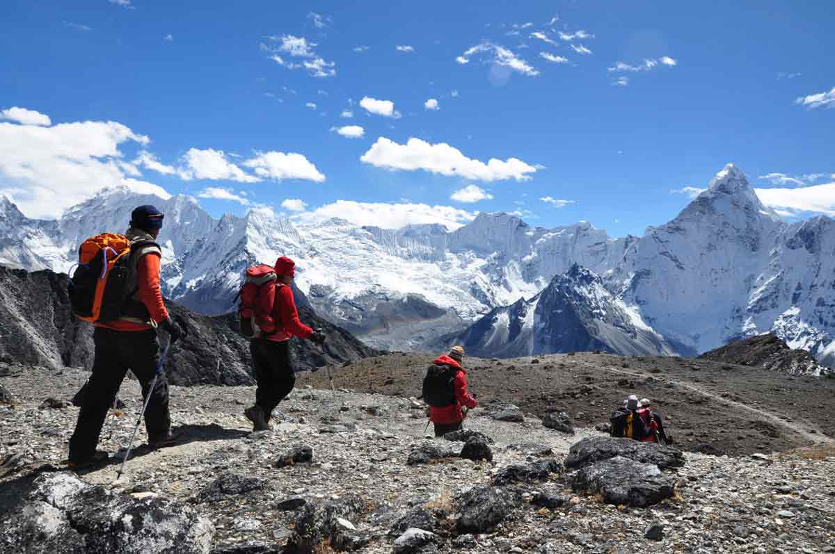 BETWEEN GOKYO & KALA PATTHAR